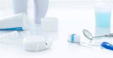 Enxaguante bucal substitui a escovação? Veja aqui