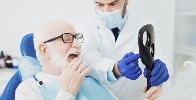 Saúde bucal do idoso: descubra todos os cuidados a serem tomados