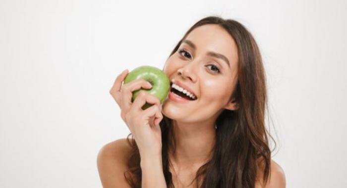 Saúde bucal: 8 alimentos benéficos