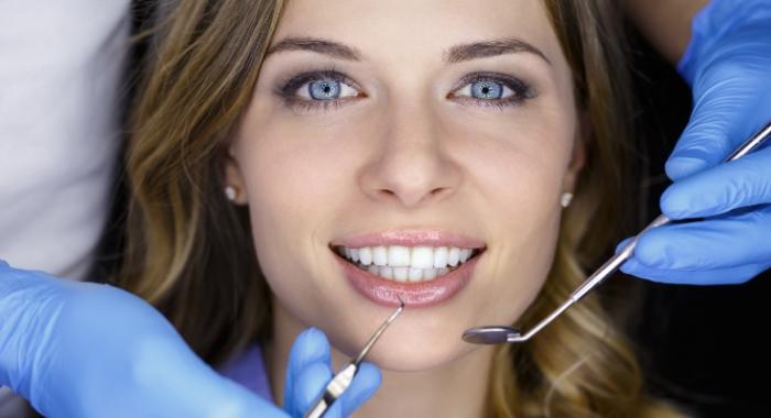 Clarear os dentes: dicas práticas para deixar seu sorriso mais bonito