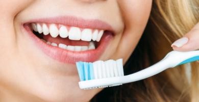 9 dicas para manter os dentes saudáveis ao viajar