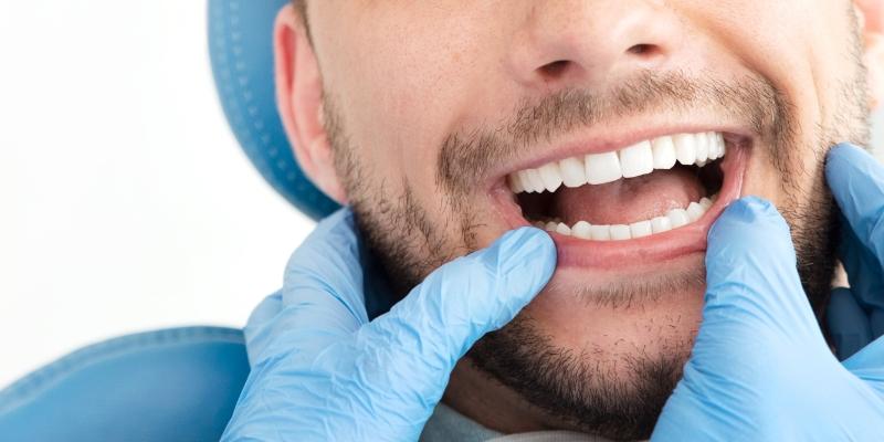 paciente em um dentista que oferece  plano odontológico carência zero